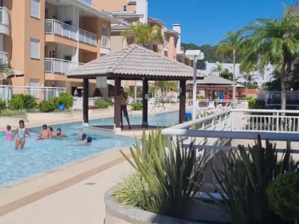 Apartamento com dois dormitórios todo equipado a 100 metros do mar na praia dos Ingleses