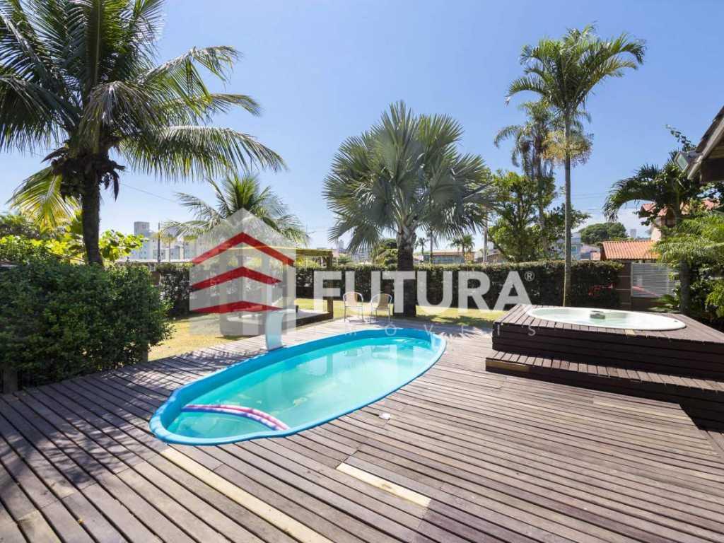 LC120 - Casa com 04 quartos piscina e jacuzzi na praia de Bombas-Bombinhas/SC