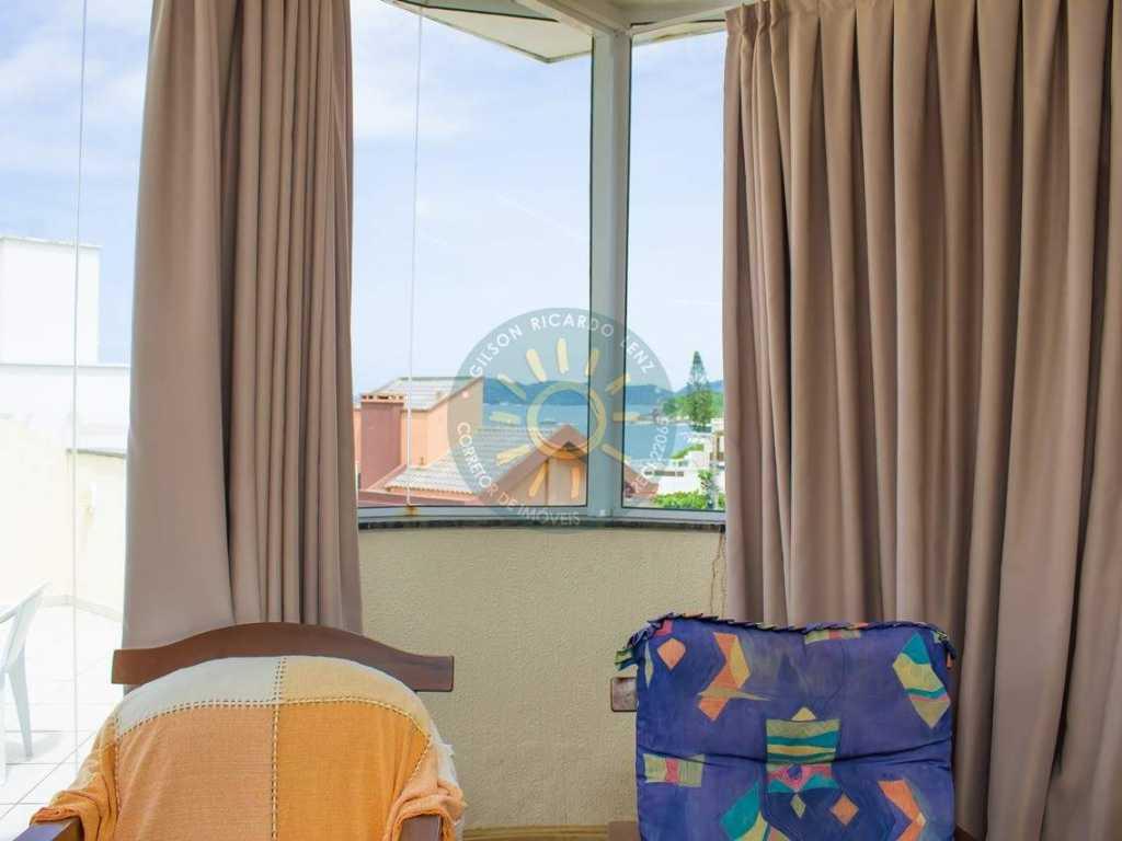 Cobertura Duplex localizada a 60 metros da praia de Quatro Ilhas - Bombinhas