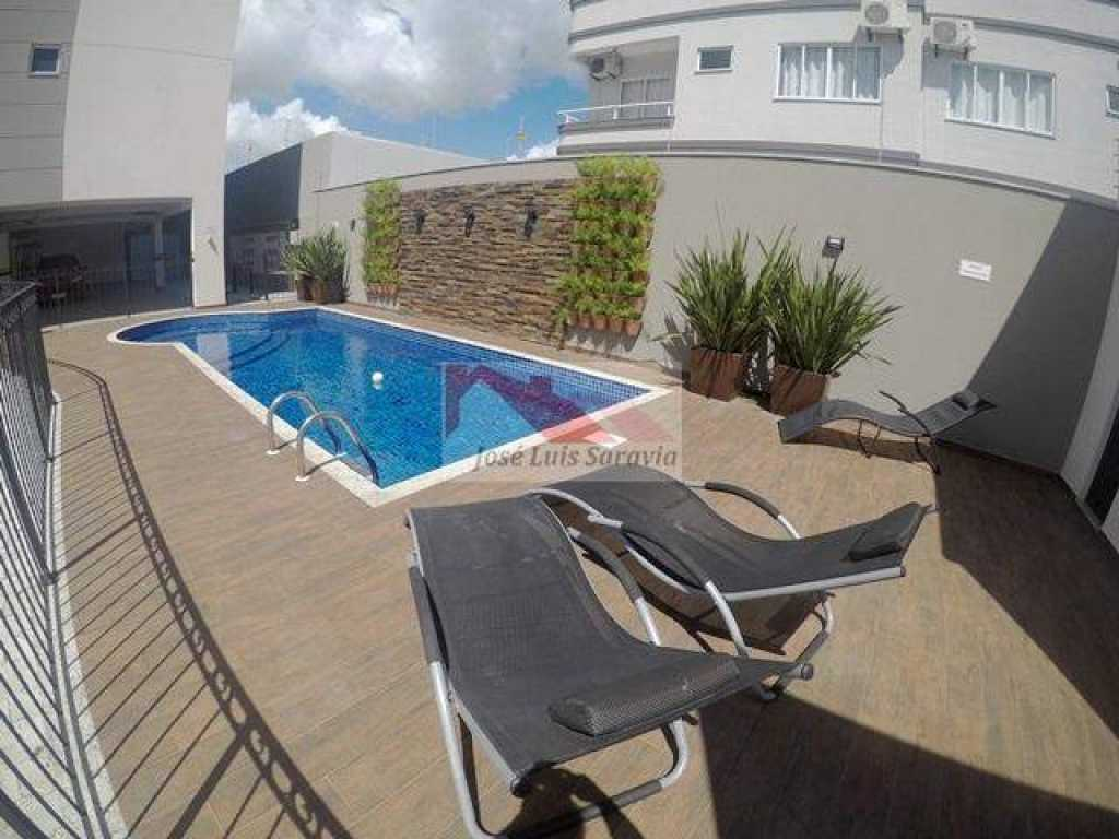 Excelente apartamento novo, tudo sob medida, no centro de Bombas, com piscina!