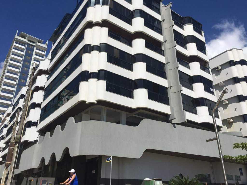 Apartamento 3 quartos com ar na quadra do mar ao Banco do Brasil