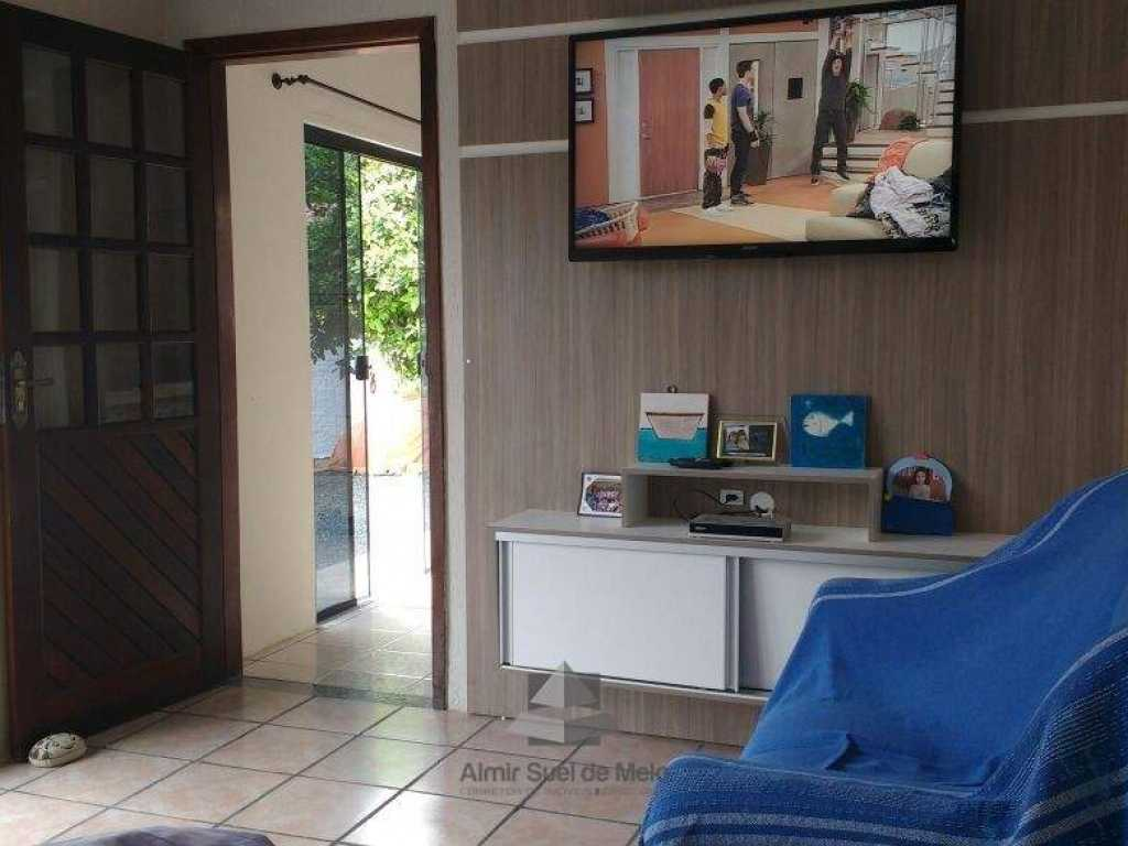 Ótima casa, localizada a 400 mts do mar em Bombinhas