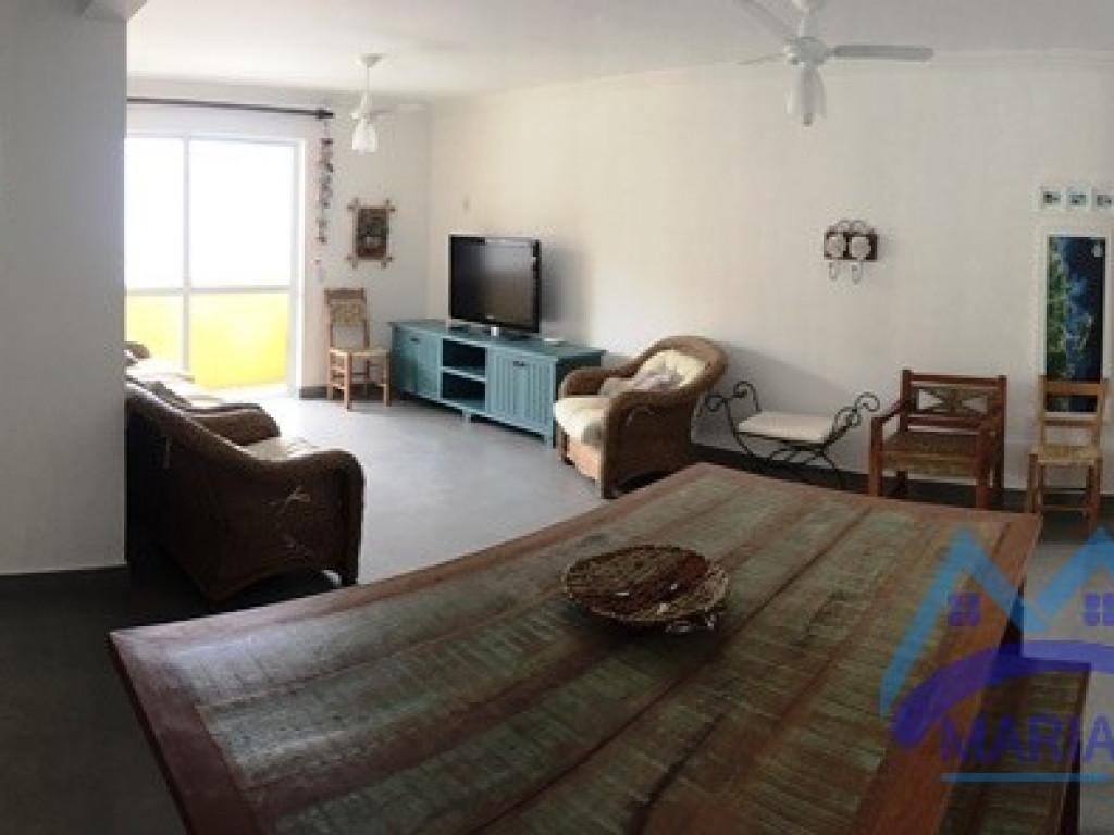 Ótimo apartamento á 100 metros da Praia de Mariscal.