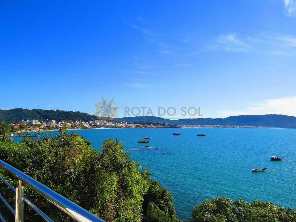 Cód 010 - Frente ao mar, com vista para as mais lindas Praias de Bombinhas.