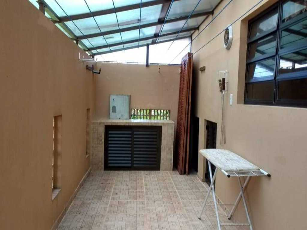 CASA CREME 4 suítes Condomínio fechado