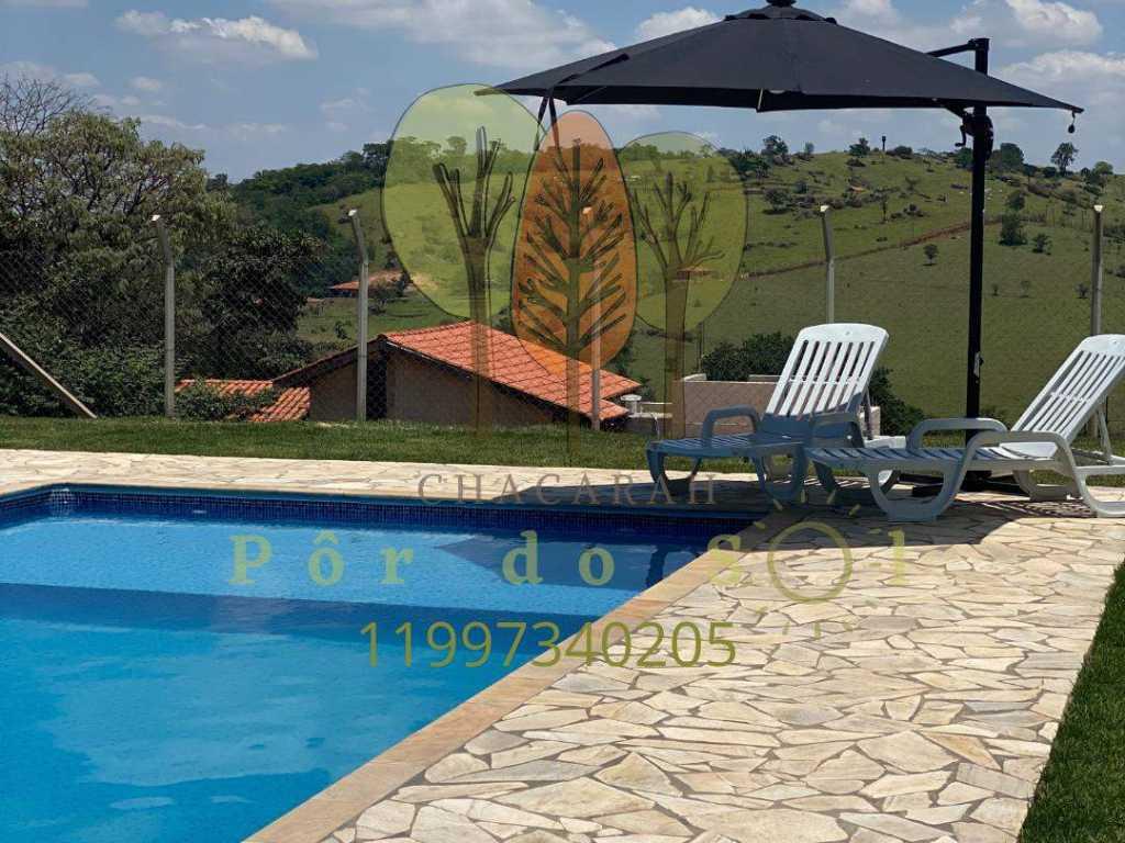 Chácara Pôr do Sol com piscina grande e uma vista privilegiada do vale !