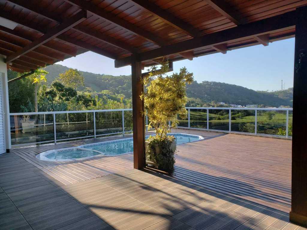 Linda casa com piscina para férias