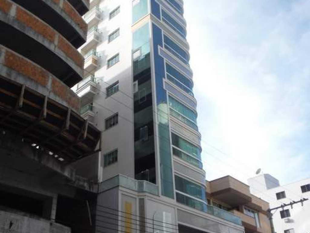 Apartamento na quadra do mar 3 suites com ar ao shop. Russi - Meia Praia