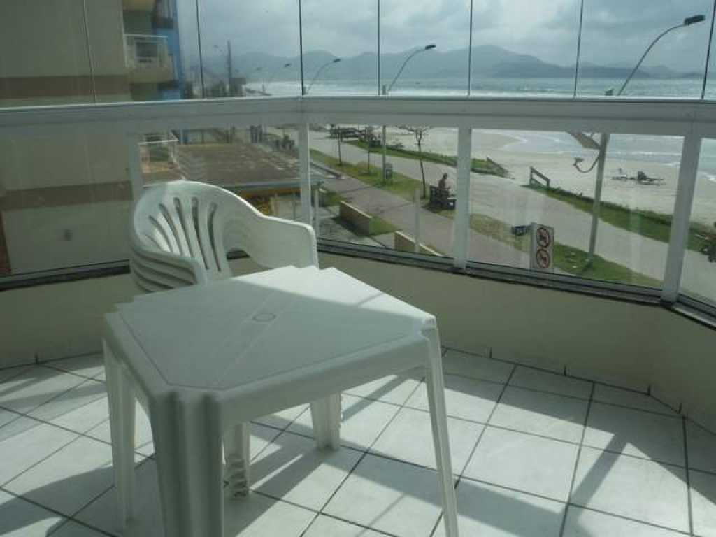 Apartamento 3 quartos com ar frente para a praia - Meia Praia
