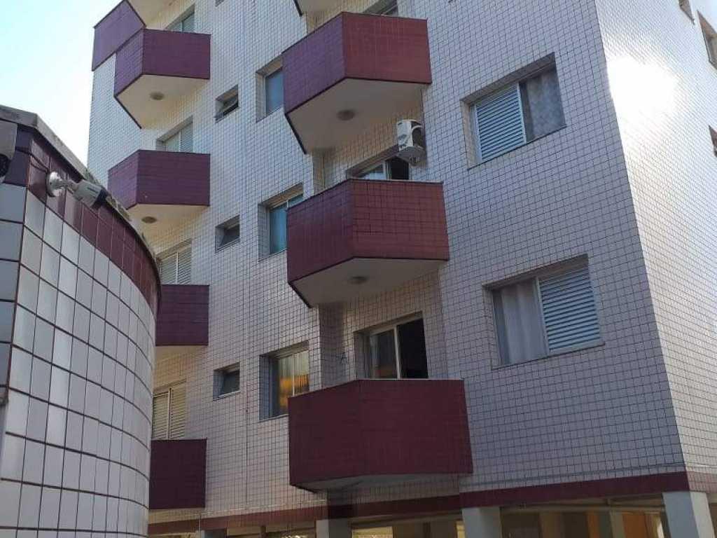 Excelente apartamento a 150 metros da praia em Perequê Açu