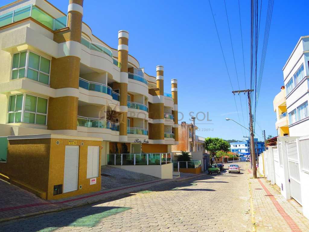 Cód 460 - Cobertura com banheira spa e vista ao mar, à 70 metros da Praia de Bombinhas.