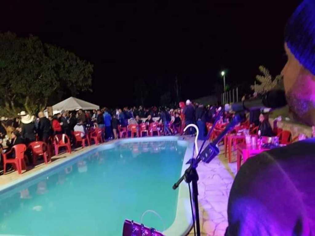 CHACARA COM PISCINA SALAO DE FESTA 05 SUITES P FESTAS OU TEMPORADA EM JACAREI.SP