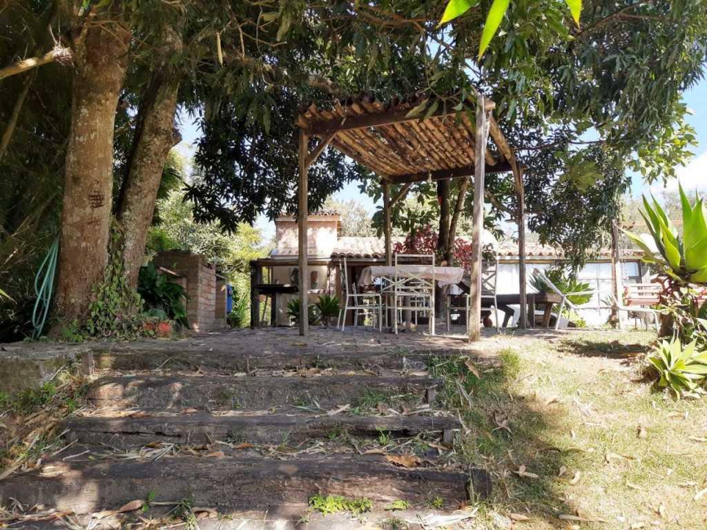 Casa rústica na beira de rio com internet