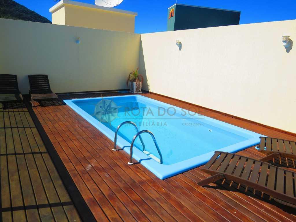 Cód 161 - Linda cobertura para até 8 pessoas, com piscina privativa e vista para a espetacular praia de Bombinhas.
