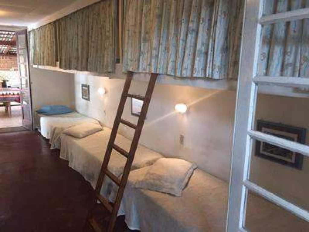 Casas para locação de Temporada em Ubatuba de 4 a 12 pessoas, confira preços especiais.