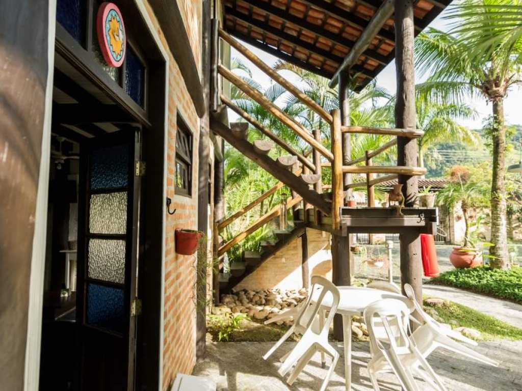 Casa em Juquehy com 2 suítes para 8 pessoas