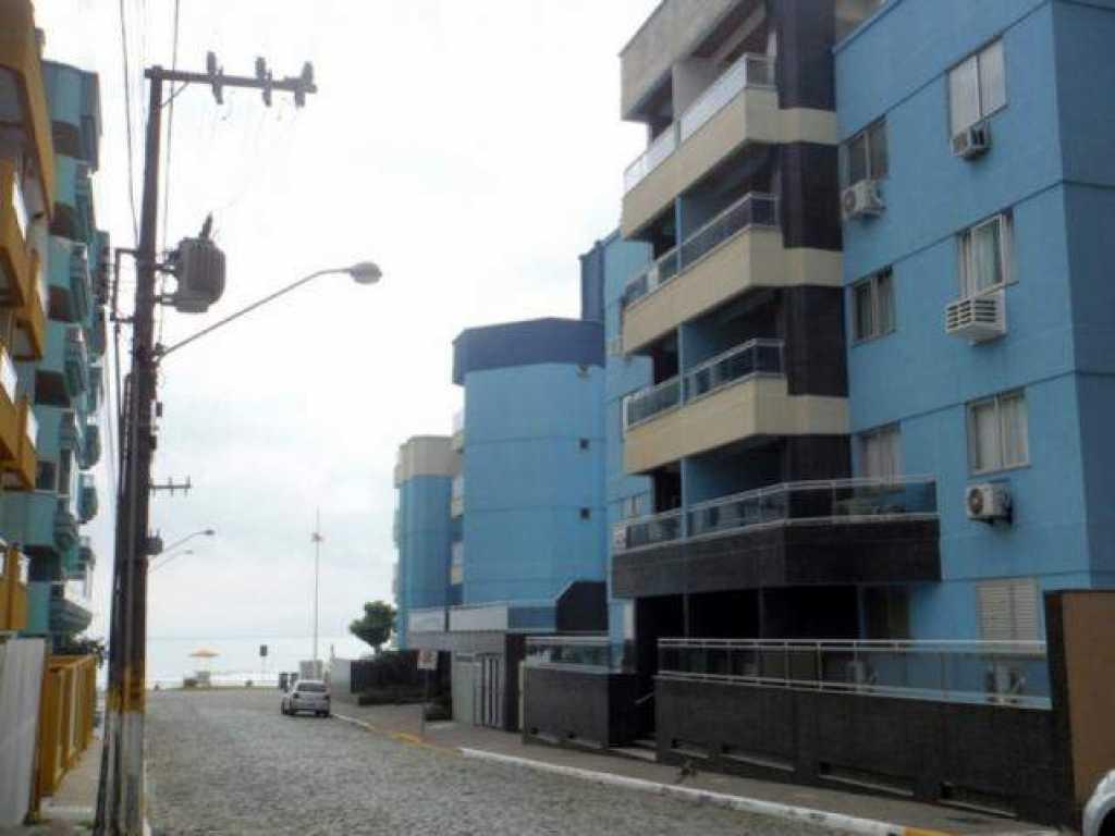 Apartamento de 2 quartos com ar na quadra do mar - Itapema