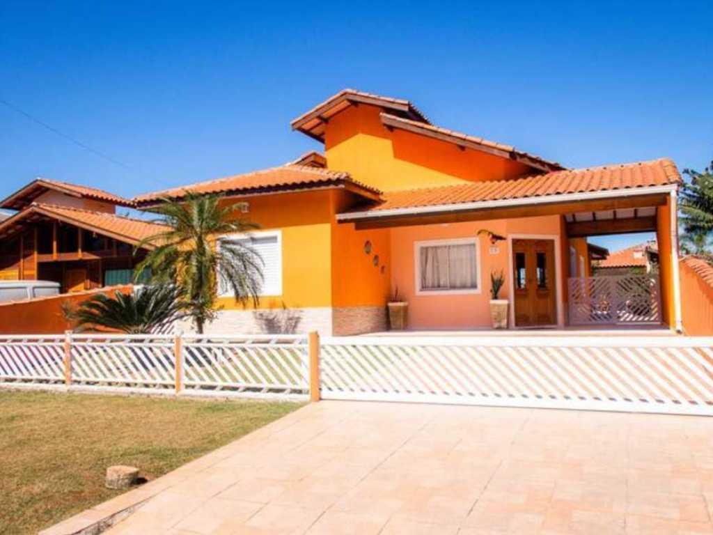 Casa com Piscina na Praia.