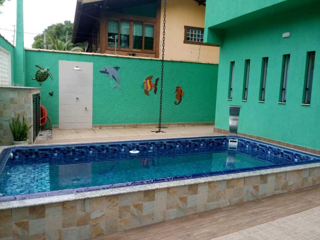 Linda casa nova na Praia Enseada banhada por 3 praias que chega até à
