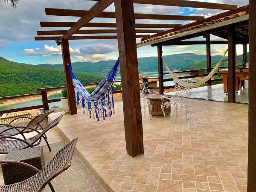 Casa com vista inigualável para o Lago de Furnas em Capitólio-MG