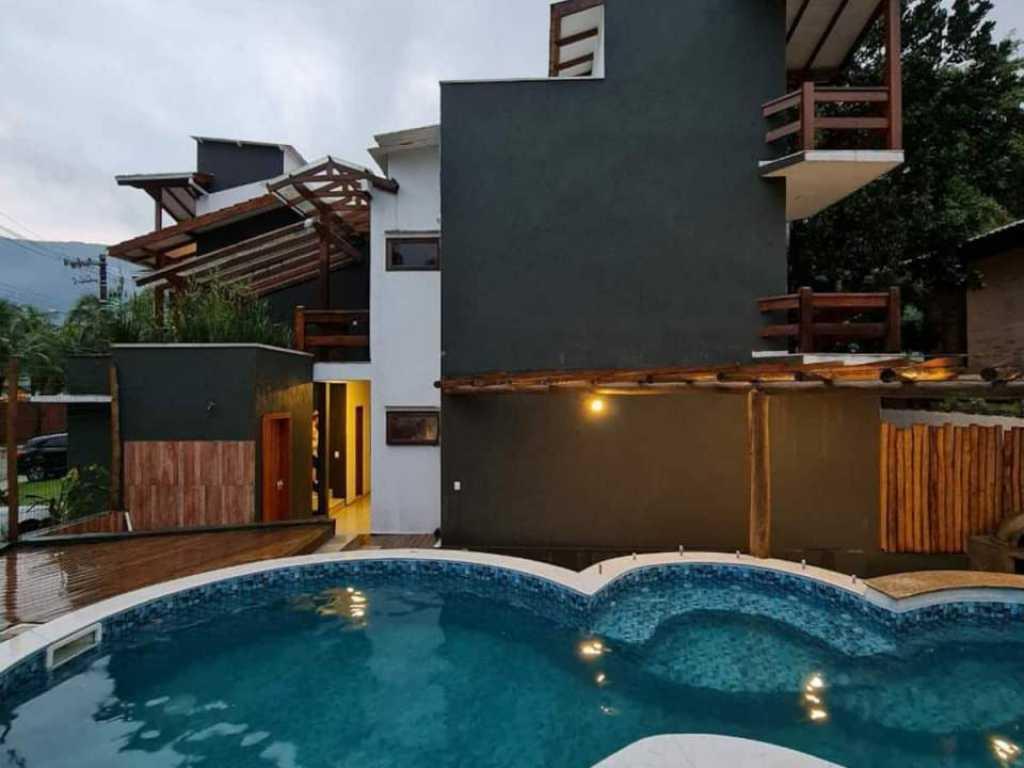 Apartamento encantador na badalada Praia de Maresias!