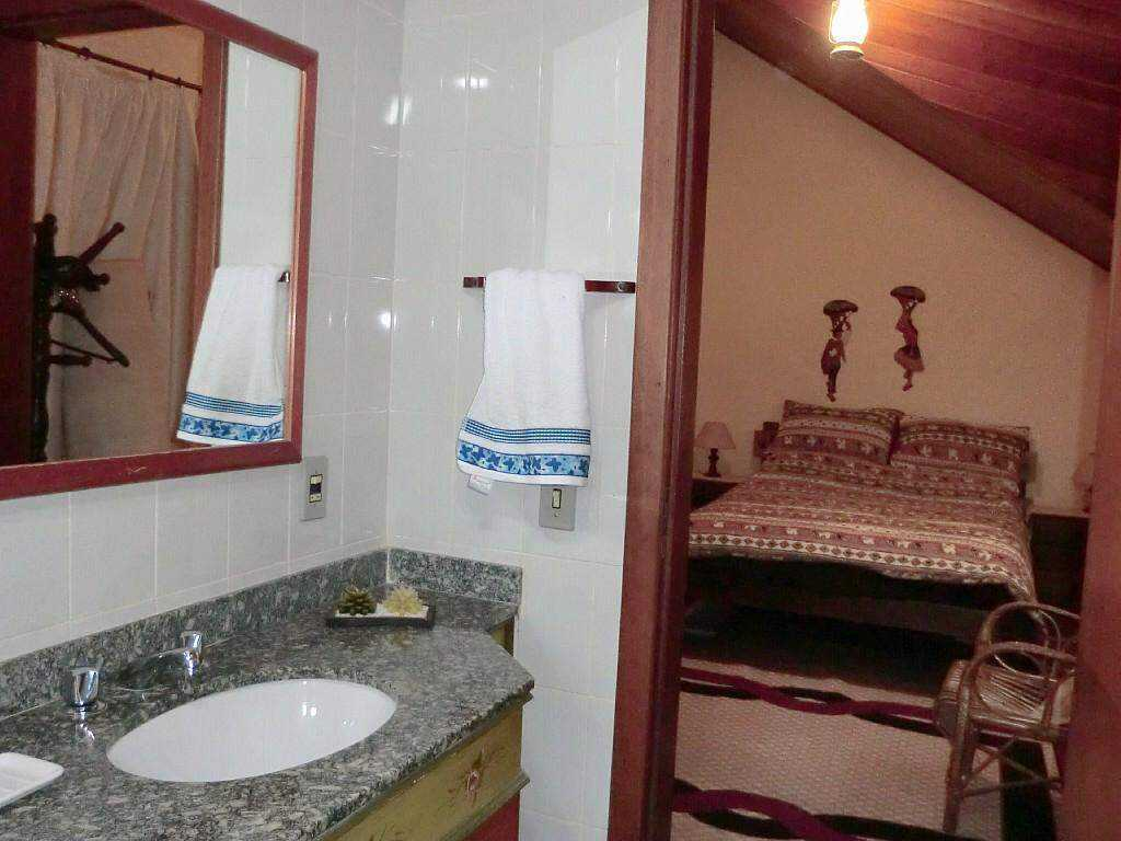 Linda casa em condomínio fechado, Alto do Capivari - Campos do Jordão com 6 suítes, wi-fi free