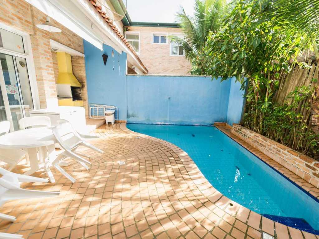Casa em Juqueyhy com 4 suítes com piscina privativa para até para até  14 pessoas