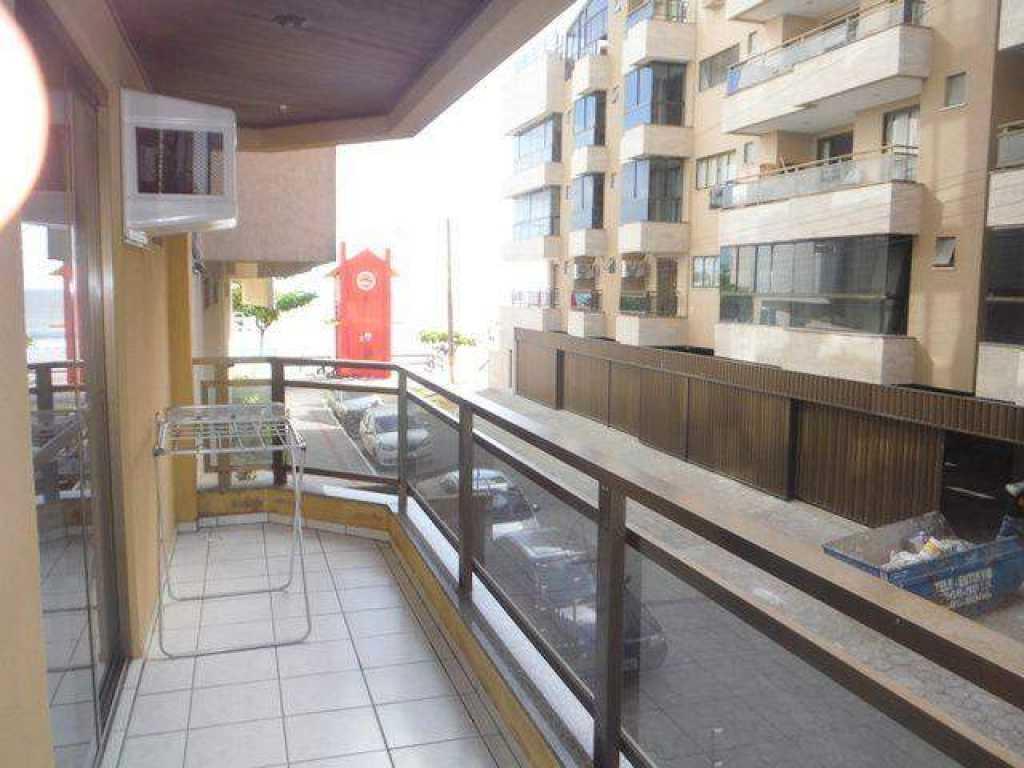 Apartamento de 2 quartos com ar na quadra do mar - Meia Praia