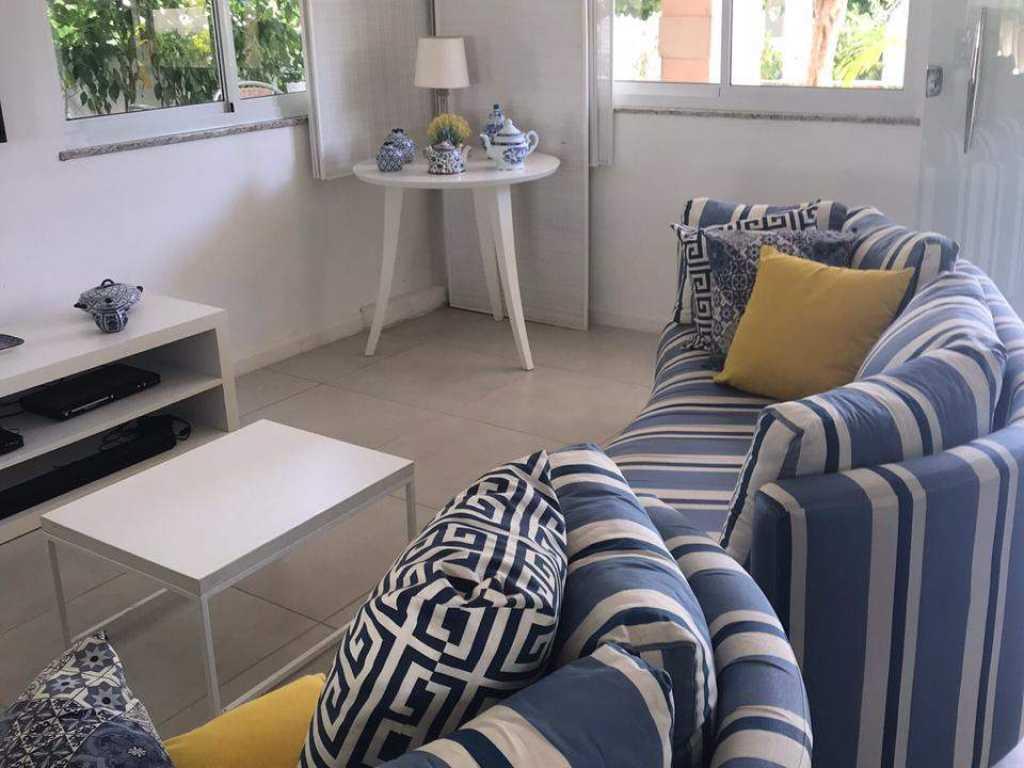 Linda casa localizada no Condomínio Interlagos - Salvador