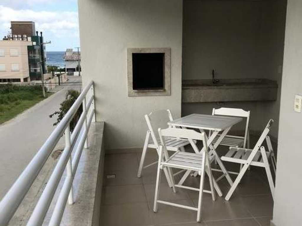 Lindo apartamento à 100 metros da praia de Mariscal - SC