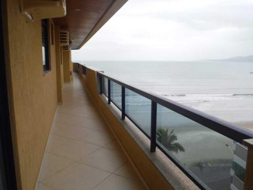 Cobertura frente para a praia 4 quartos com ar para 10 pessoas