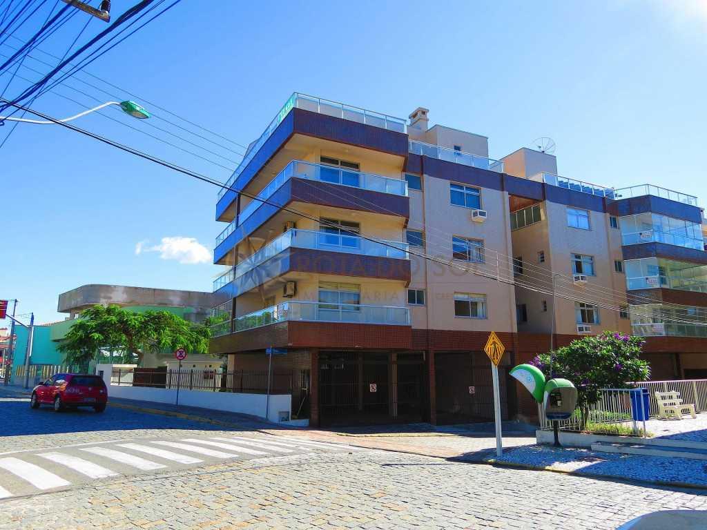 Cód 444 - Apartamento na quadra do mar em Bombinhas, 1 vaga de garagem e WI-FI.