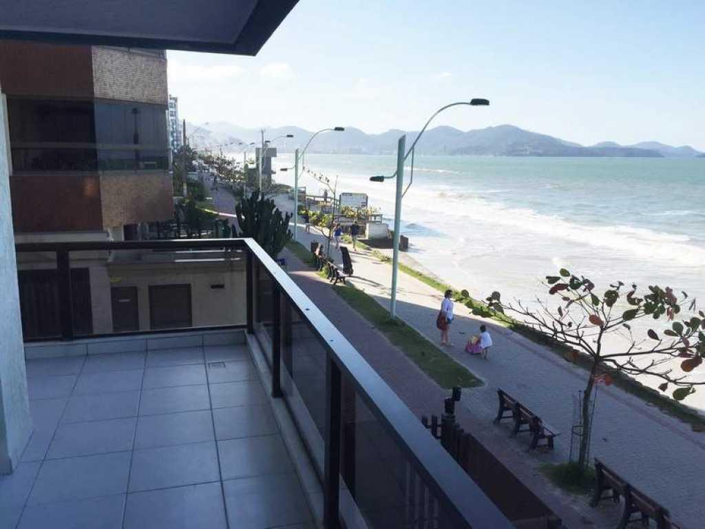 Apartamento de 2 quartos com ar  frente para a praia - Meia Praia