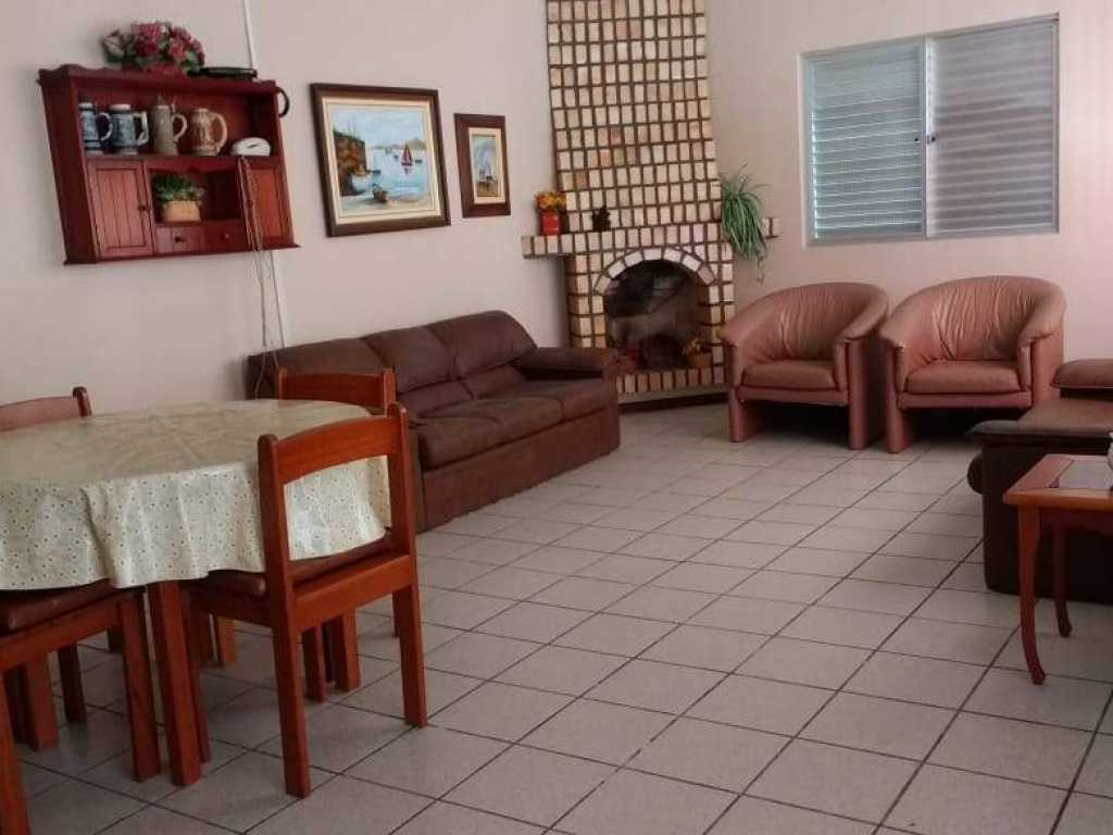 Casa Rosa 4 suites Condomínio fechado