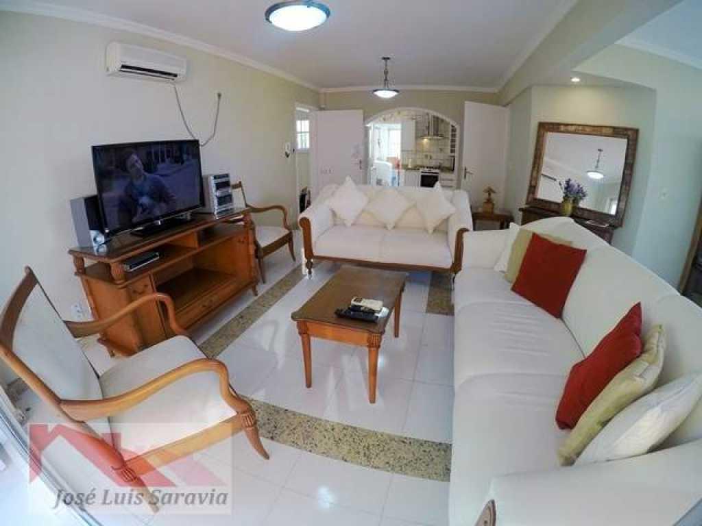 Excelente apartamento com vista para o mar, para 6 pessoas no centro de Bombinhas!