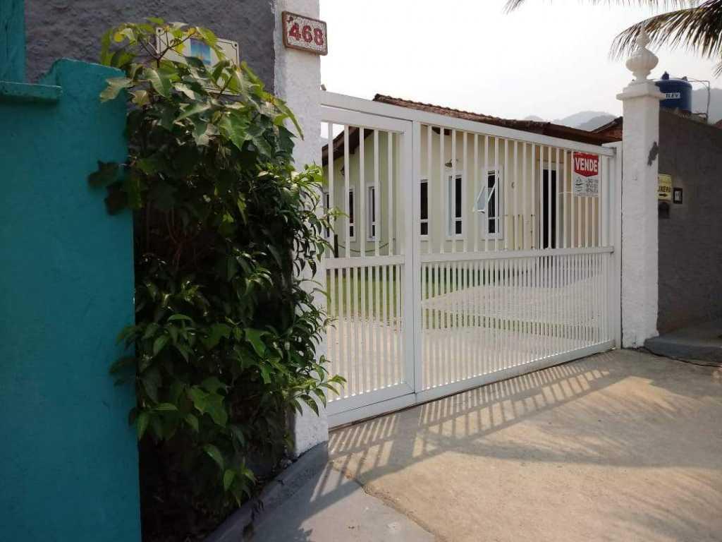 Casa, térrea, condomínio fechado, 150 metros da praia com 2 quartos, 2 vagas, churrasqueira e Wi-Fi