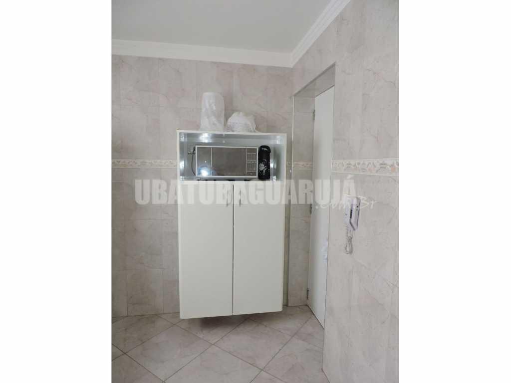 Apartamento 11 de 3 dormitórios para 8 pessoas a duas quadras da Praia da Enseada - Guarujá