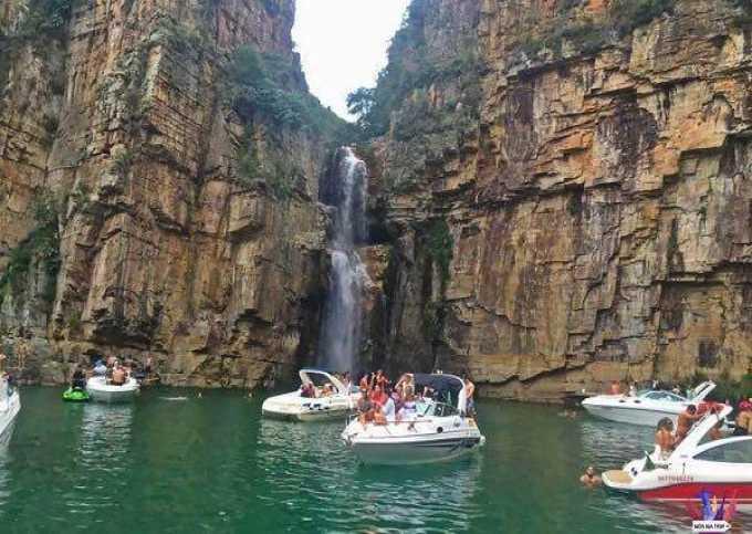 Passeio de Lancha em Capitólio nos Canyons, Lagoa Azul, Vale dos Tucanos, Porto Escarpas