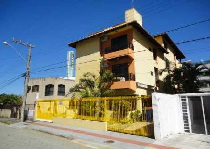 Apartamento de 01 e 02 dormitorios 80 metros da praia da Cachoeira com wi-fi free e estacionamento