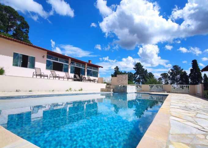 Casa de Campo Temporada fácil acesso, 8 quartos, piscina e salão jogos