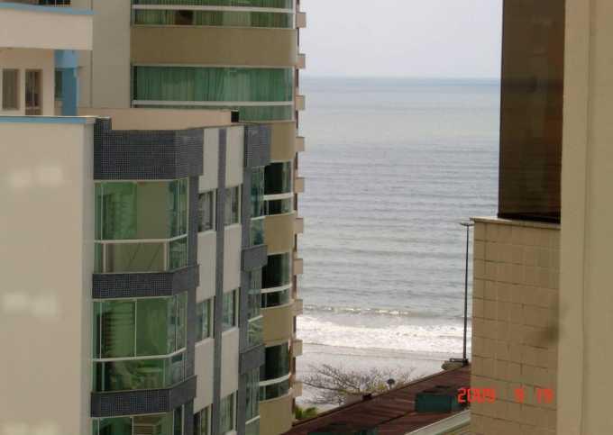 apartamento duas suítes 100 metros da praia central de Bal. Camboriú