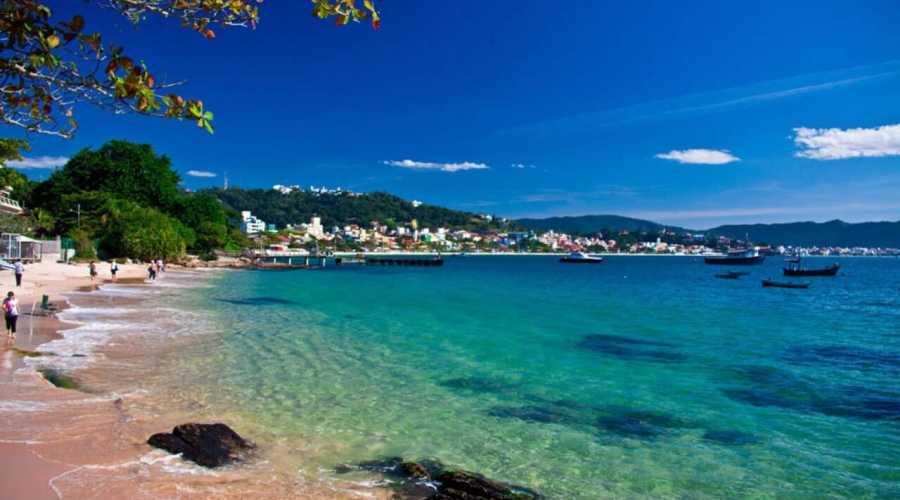 Quantas praias existem em Bombinhas, Santa Catarina?