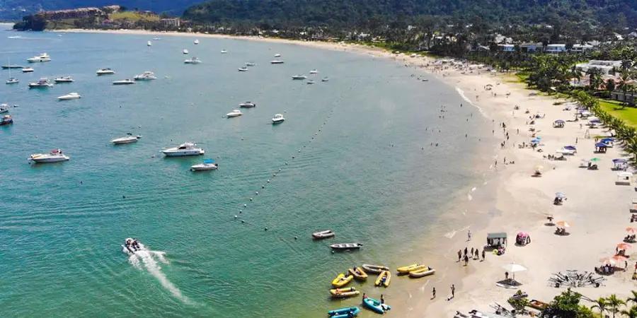 Praia de Tabatinga, uma das atrações de Caraguatatuba